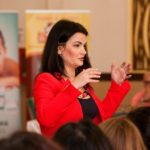 """Cum a fost și cum s-a simțit la Brașov conferința cu Oana Moraru """"Cum își găsesc copiii drumul?"""""""